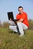 Jongen met laptop Stock Afbeelding