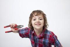 Jongen met ontbrekende tand en combinatiebuigtang Stock Afbeeldingen