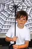 Jongen met paraplu Royalty-vrije Stock Afbeeldingen