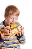 Jongen met pastei die op wit wordt geïsoleerde Stock Afbeeldingen