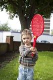 Jongen met plastic racket Stock Afbeeldingen