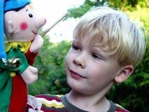 jongen met punchinello Stock Foto's