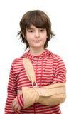 Jongen met slinger op gebroken wapen Stock Foto's