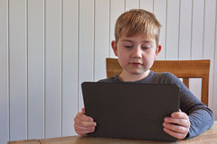 Jongen met tablet Royalty-vrije Stock Fotografie