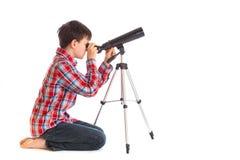 Jongen met telescoop Stock Foto's