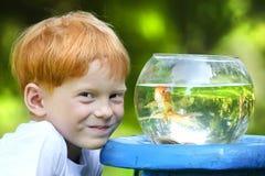 Jongen met vissen Royalty-vrije Stock Foto