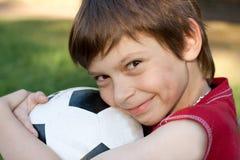 Jongen met voetbalbal Stock Foto's