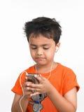 Jongen met zijn celtelefoon Stock Foto