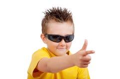 Jongen met zonnebril royalty-vrije stock fotografie