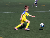 Jongen op de Kop van het Voetbal van de Jeugd van de Stad van Alicante Royalty-vrije Stock Foto's