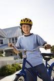 Jongen op fiets. Royalty-vrije Stock Foto