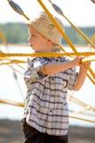 Jongen op gele kabels Royalty-vrije Stock Afbeelding