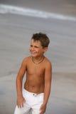 Jongen op het strand Royalty-vrije Stock Foto's