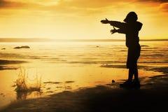Jongen op het strand Stock Afbeelding