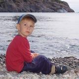 Jongen op het strand Royalty-vrije Stock Afbeeldingen