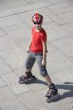 Jongen op rollerblades royalty-vrije stock afbeeldingen