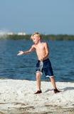 Jongen op Sandbar royalty-vrije stock foto