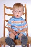Jongen op stoel II Stock Fotografie