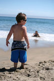 Jongen op Strand Royalty-vrije Stock Afbeeldingen