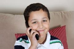 Jongen op Telefoon stock fotografie