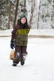 Jongen in openlucht in de winter Royalty-vrije Stock Afbeelding