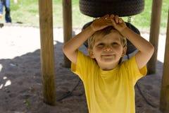 Jongen in park Royalty-vrije Stock Afbeeldingen