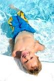 Jongen in pool Royalty-vrije Stock Afbeelding