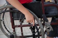 Jongen in rolstoel Stock Afbeelding
