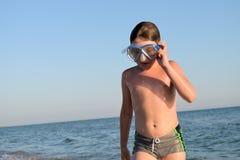 Jongen in scuba-uitrustingsmasker Stock Fotografie