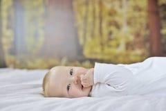 jongen van de 7 maand de oude baby stock foto