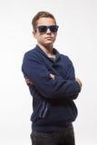 Jongen van de acteurs de donkerbruine tiener hipster in zonnebril Royalty-vrije Stock Fotografie