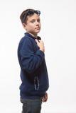 Jongen van de acteurs de donkerbruine tiener hipster in zonnebril Royalty-vrije Stock Afbeelding