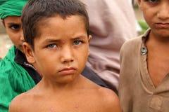 Jongen van de zuiden de Aziatische Straat Stock Foto's