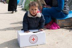 Jongen in vluchtelingenkamp in Griekenland Royalty-vrije Stock Afbeeldingen
