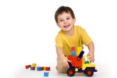 Jongen, vrachtwagen en blokken Stock Afbeelding