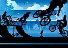 Jongens BMX in een Park van de Stad Royalty-vrije Stock Foto's