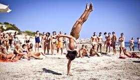 Jongens die Capoeira op Ibiza B uitoefenen Royalty-vrije Stock Afbeeldingen