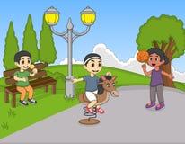 Jongens die hobbelpaard en basketbal spelen terwijl het andere het letten op en het eten roomijsbeeldverhaal Stock Fotografie