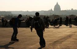 Jongens die in Rome schaatsen Royalty-vrije Stock Fotografie