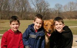 Jongens en de Hond stock fotografie
