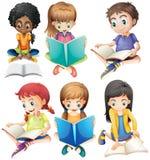 Jongens en meisjes die boeken lezen vector illustratie