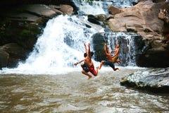 Jongens Grappige Waterval Royalty-vrije Stock Afbeeldingen