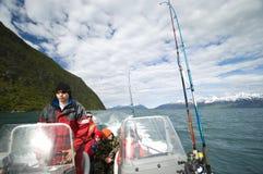 Jongens in motorboot stock fotografie