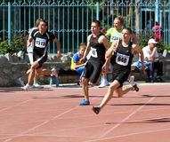 Jongens op de 200 meters ras Royalty-vrije Stock Foto's