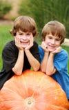 Jongens op een Pompoen Royalty-vrije Stock Fotografie