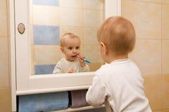 Jongens schoonmakende tand Royalty-vrije Stock Foto