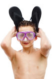 Jongensduiker in zwemmend masker met een gelukkig die portret van het gezichtsclose-up, op wit wordt geïsoleerd Stock Fotografie