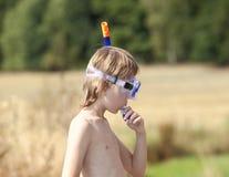 Jongensmontage in de Ademhaling van Buis royalty-vrije stock foto