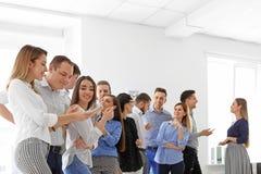 Jongeren die bedrijfs opleiding hebben Stock Foto's