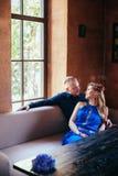 Jongeren die in liefde elkaar bekijken Royalty-vrije Stock Foto's